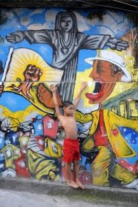 criança no morro do alemão. Foto por Ratão Diniz